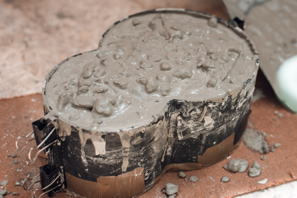 Adding concrete to the 3d printed flower pot mould